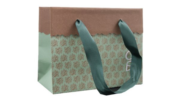 Un Laminated Rop Handle Paper Carrier Bag